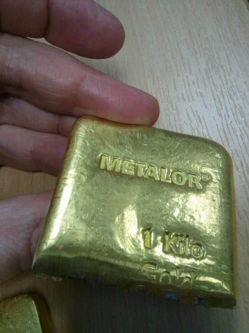 Центральные банки владеют поддельными золотыми слитками?